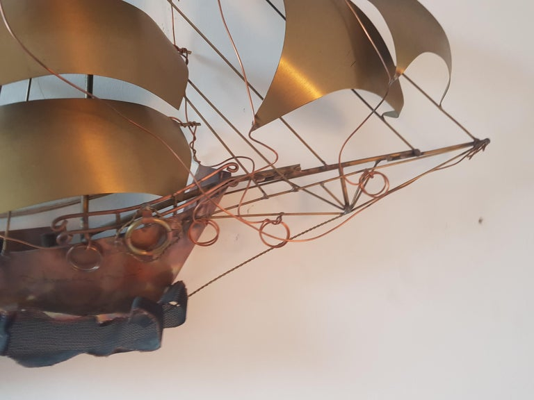 You are looking at a brass and copper handcrafted ship by designer Danuel d'Haeseleer from Belgium. Item is made in the 1970s and very detailed and styled, item us made by hand with his signature on it!