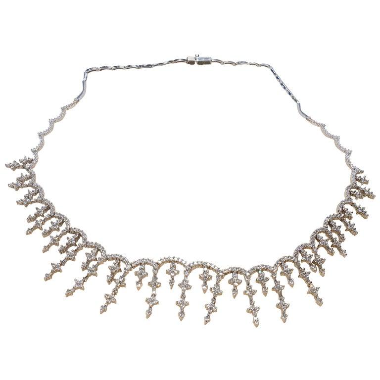 Vintage Brilliant Diamond Star Choker Necklace in 18 Karat Gold For Sale
