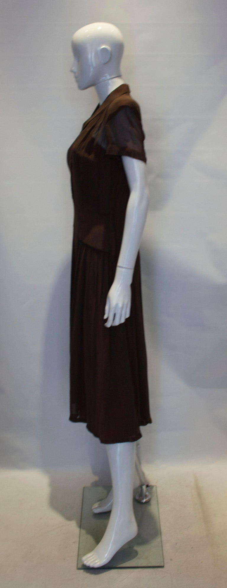 Vintage Brown 1940s Dress In Good Condition For Sale In London, GB