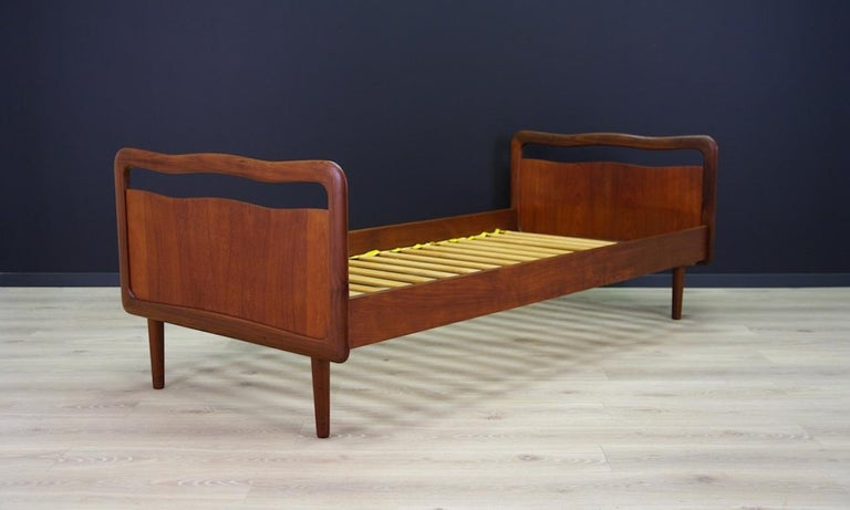 Designer: unknown Producer: unknown Model: unknown Materials: Teak Period: 1960s-1970s Condition: Good, product might show slight traces of use (small scratches and dings are visible) Measurements: Height 70 cm, width 94 cm, mattress 85 cm x