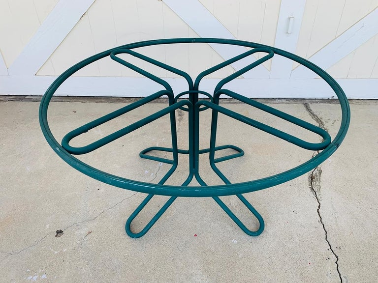 This is a vintage round Brown Jordan dining table. tubular aluminum frame with modern style. Very good vintage condition.  The table comes with no glass.  Measurements: 48 inches in diameter x 24.75 inches high.
