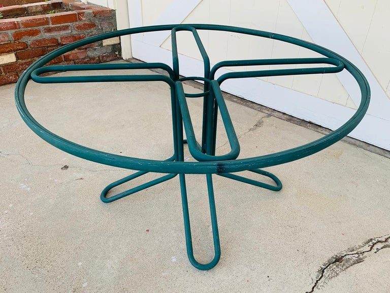 Vintage Brown Jordan Round Dining Table In Fair Condition For Sale In Los Angeles, CA