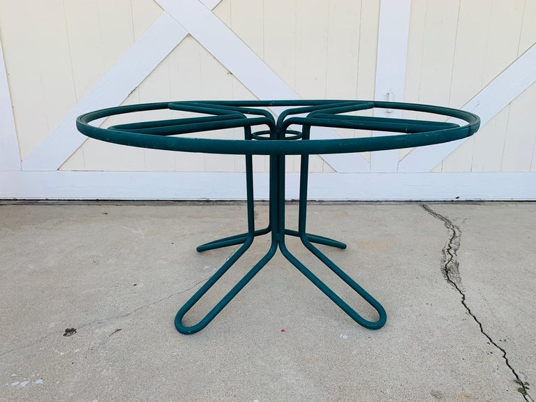 Mid-20th Century Vintage Brown Jordan Round Dining Table For Sale