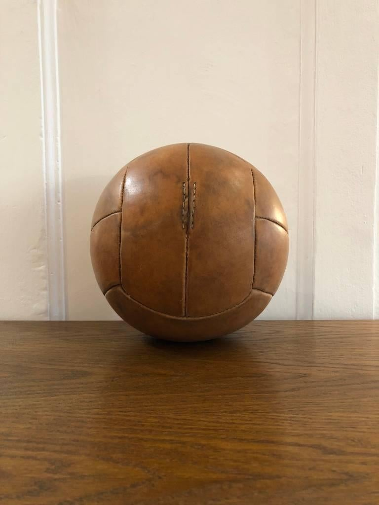 This medicine ball comes from the stock of an old Czech gymnasium. Made in the 1940s. Patina consistent with age and use. Cleaned and treated with a special leather care. Weight: 3kg.