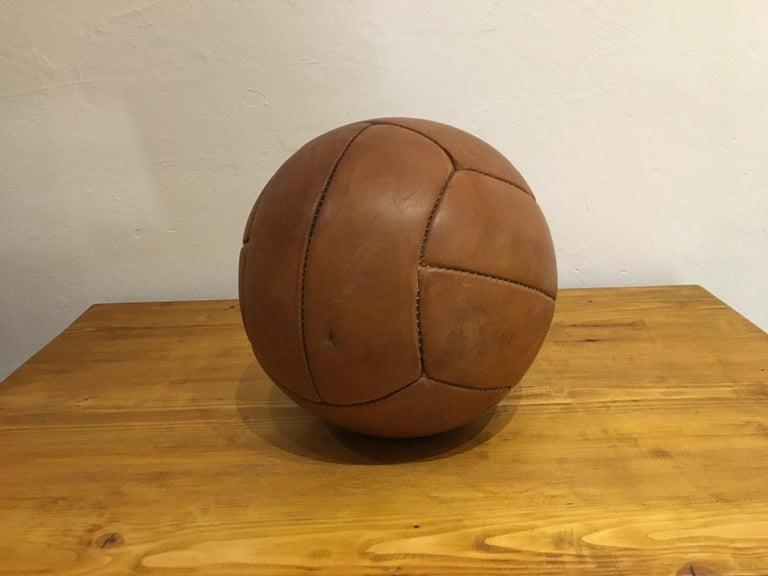 Vintage Brown Leather Medicine Ball, 2kg, 1930s For Sale 1