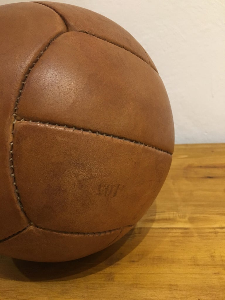 Vintage Brown Leather Medicine Ball, 2kg, 1930s For Sale 2