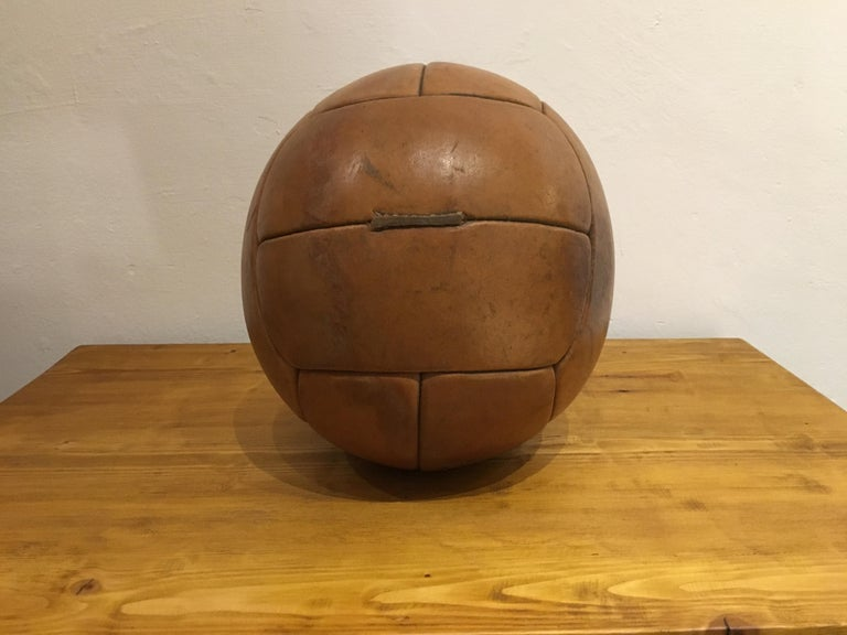 Vintage Brown Leather Medicine Ball, 3kg, 1930s In Good Condition For Sale In Wien, AT