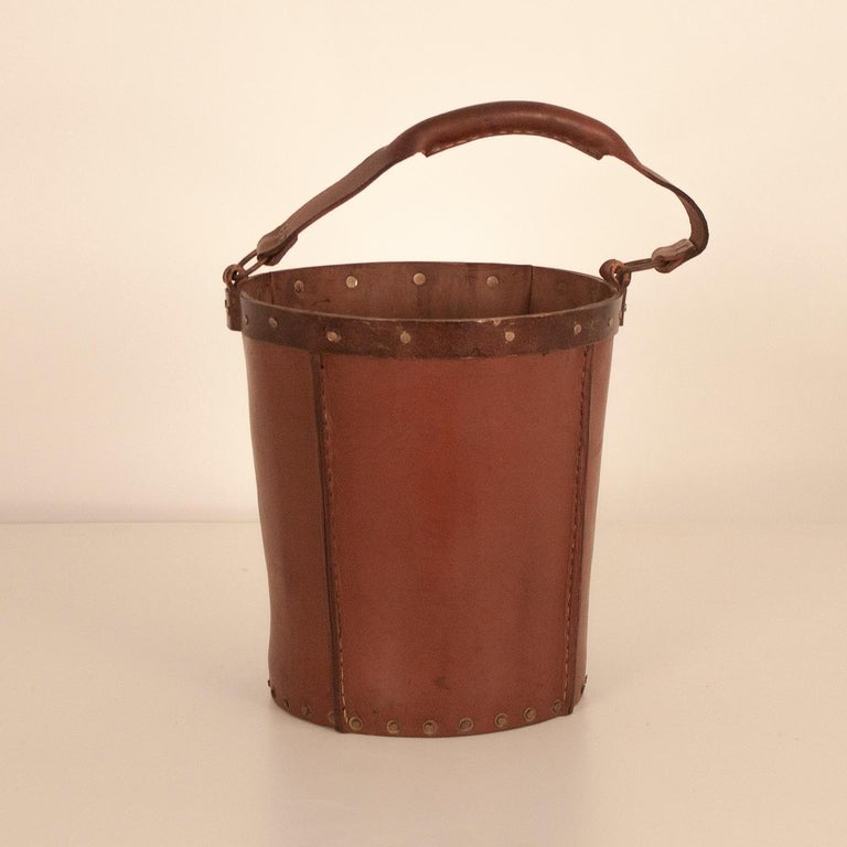 Vintage brown leather waste basket Made from brown leather with golden metal embellishments. Produced by Valenti, Spain, circa 1970.