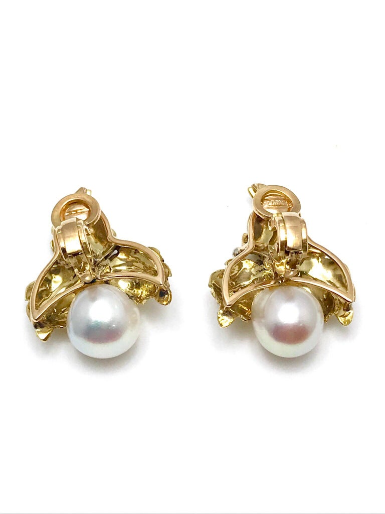 Women's or Men's Vintage Buccellati Cultured Pearl and 18K Yellow & White Gold Leaf Clip Earrings For Sale
