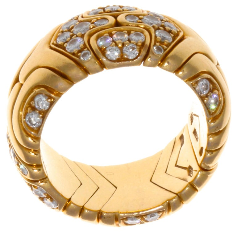 Round Cut Vintage Bulgari Diamond 18 Karat Gold Ring For Sale