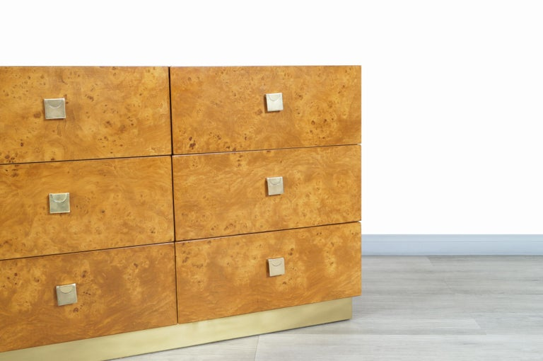 Vintage Burl Wood and Brass Dresser by Founders In Good Condition For Sale In Burbank, CA