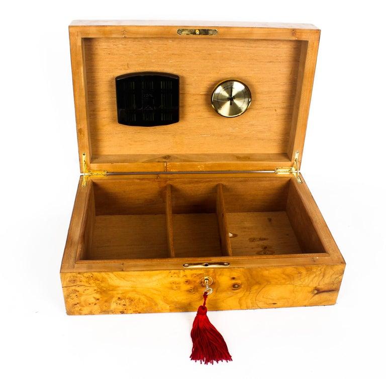 Vintage Burr Elm Cigar Humidor, Mid-20th Century For Sale 4