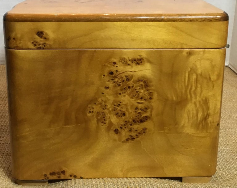 Mid-20th Century Vintage Burr Elm Humidor with Fitted Interior
