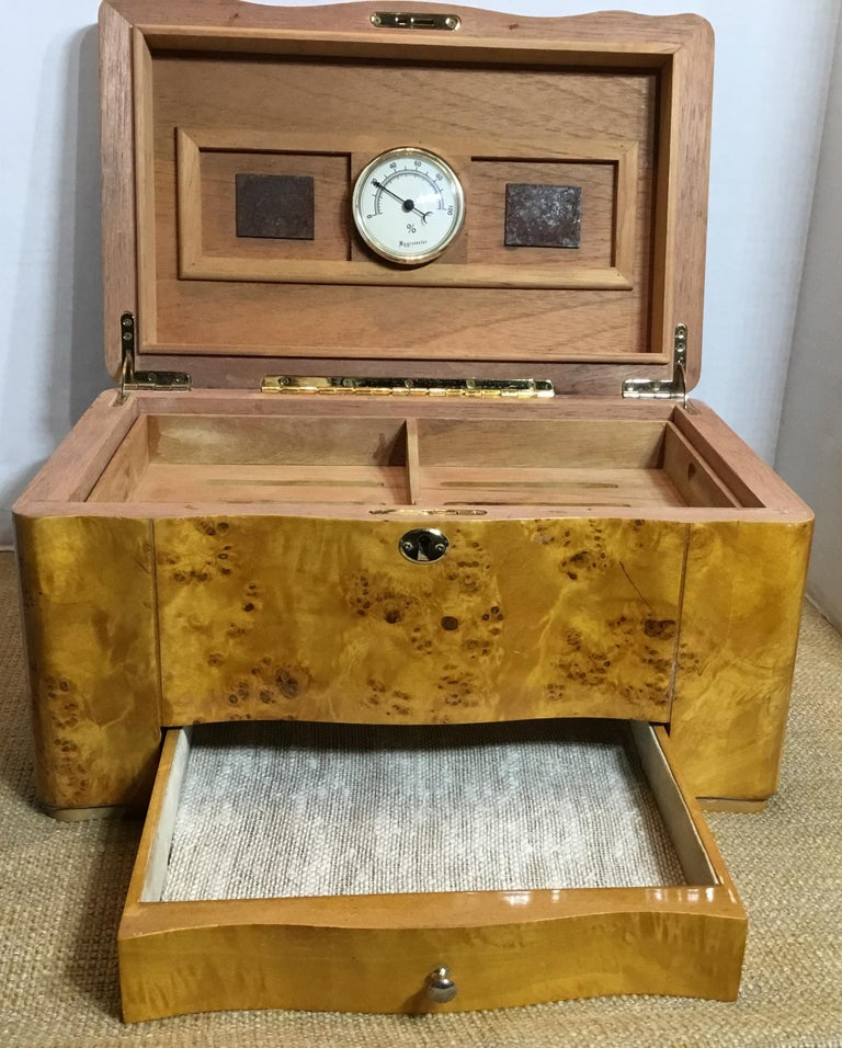 Vintage Burr Elm Humidor with Fitted Interior 2