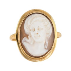 Vintage Cameo Ring 18 Karat Yellow Gold Estate Fine Jewelry Oval High Relief