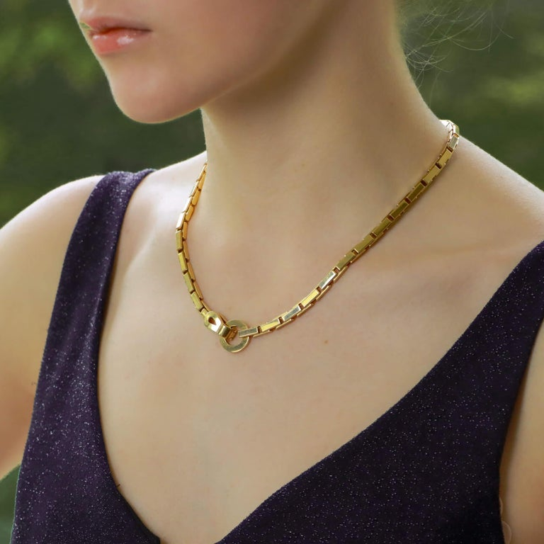 A beautiful vintage Cartier 'Agrafe' chunky chain necklace set in 18k yellow gold.  The piece is composed of an articulated chunky chain design which reflects the light elegantly whilst worn on the neck. The necklace is secured with a hinged hook