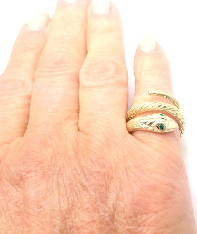 Women's or Men's Vintage Cartier Emerald Snake Yellow Gold Band Ring For Sale