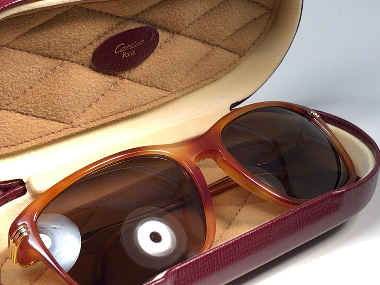Vintage Cartier Lumen 56 Tortoise 8k Gold Plated Accents 1990 Sunglasses France In Excellent Condition For Sale In Amsterdam, Noord Holland
