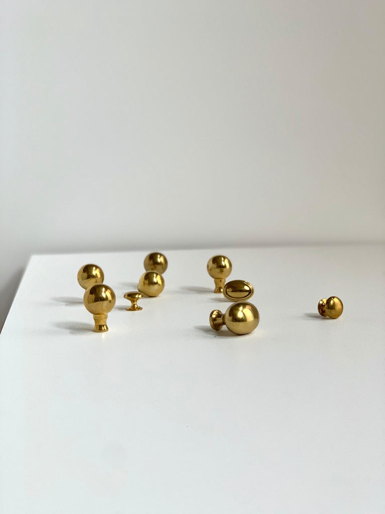 Vintage cast brass Baldwin Mid-Century Modern knob set, cabinet handles, 1960s. Carefully ' curated set of Portuguese cast metal knobs and handles, various shapes and sizes. Gorgeous set.