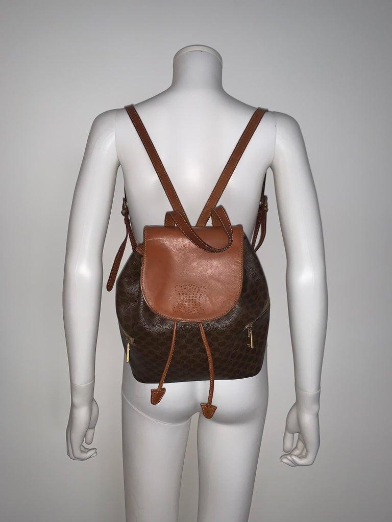 Vintage Celine Backpack bag  - Two exterior pocket  - Shoulder adjusted  - Very good condition  - color brown  - Leather and PVC