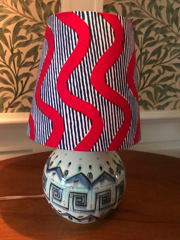 Lovely ceramic table lamp with a blue geometric design. New lampshade.