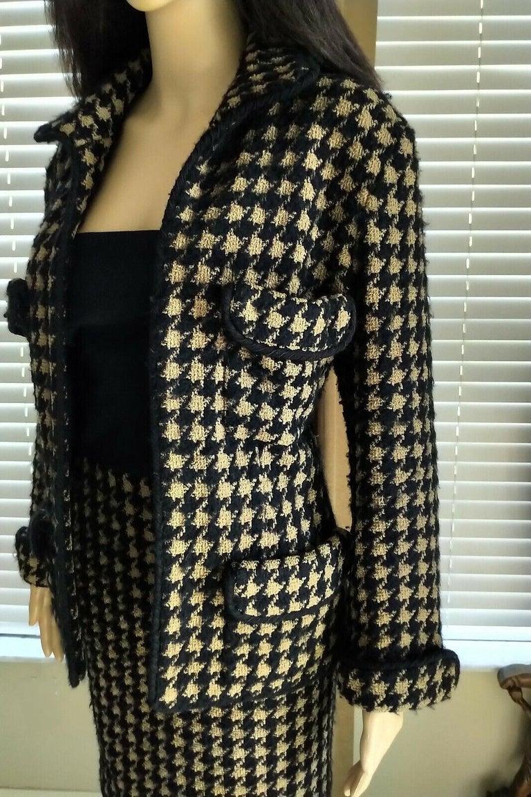 Vintage Chanel 1990's Black & Tan Fantasy Tweed Jacket Skirt Suit FR 40/ US 8 For Sale 8