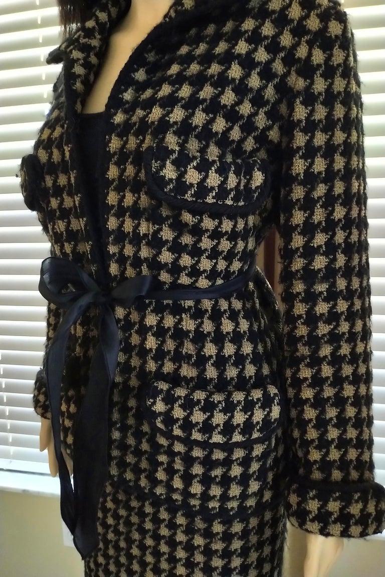 Vintage Chanel 1990's Black & Tan Fantasy Tweed Jacket Skirt Suit FR 40/ US 8 For Sale 9