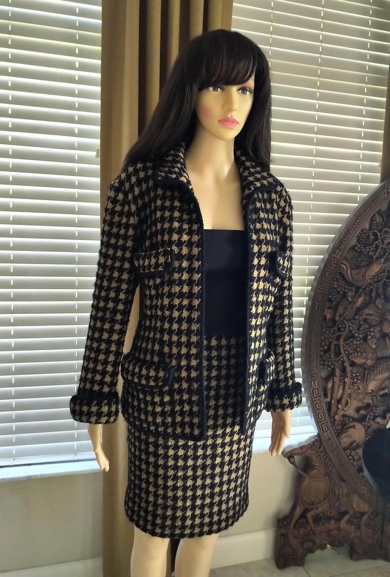 Vintage Chanel 1990's Black & Tan Fantasy Tweed Jacket Skirt Suit FR 40/ US 8 For Sale 1