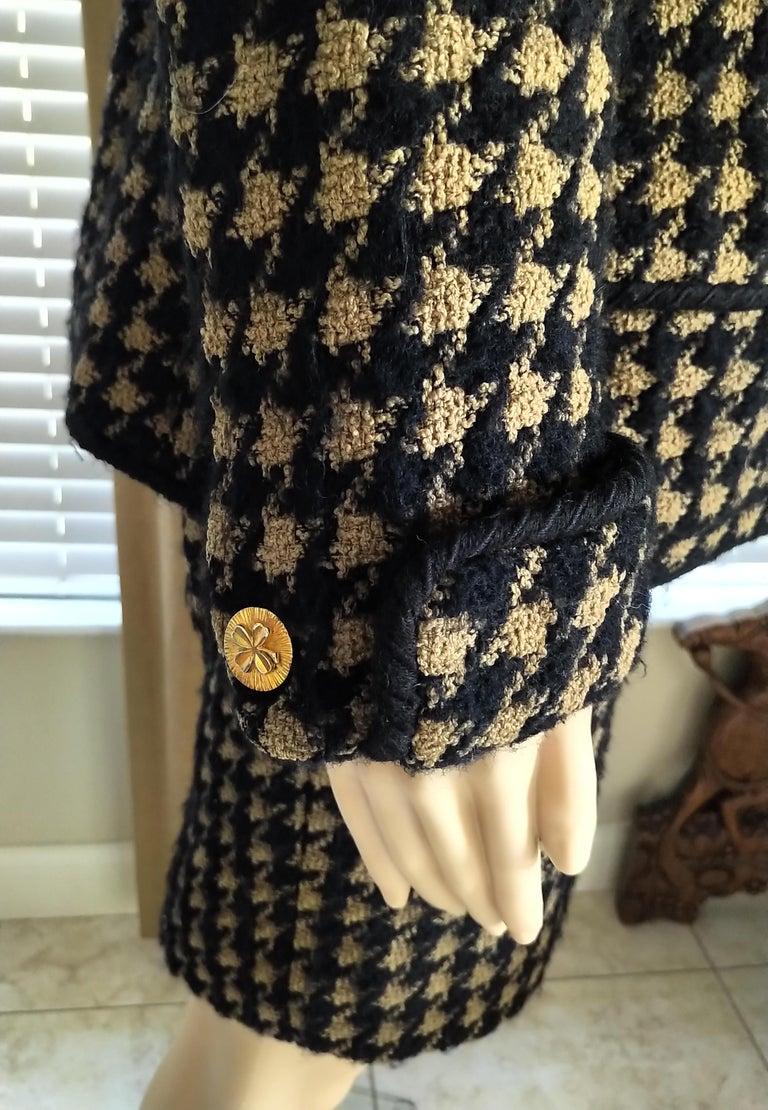 Vintage Chanel 1990's Black & Tan Fantasy Tweed Jacket Skirt Suit FR 40/ US 8 For Sale 3