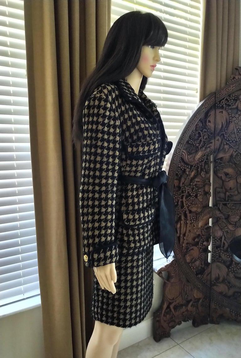 Women's Vintage Chanel 1990's Black & Tan Fantasy Tweed Jacket Skirt Suit FR 40/ US 8 For Sale