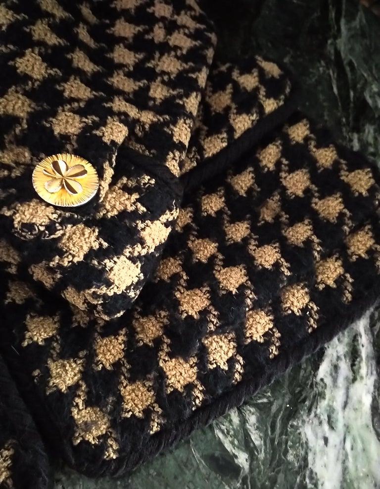 Vintage Chanel 1990's Black & Tan Fantasy Tweed Jacket Skirt Suit FR 40/ US 8 For Sale 4