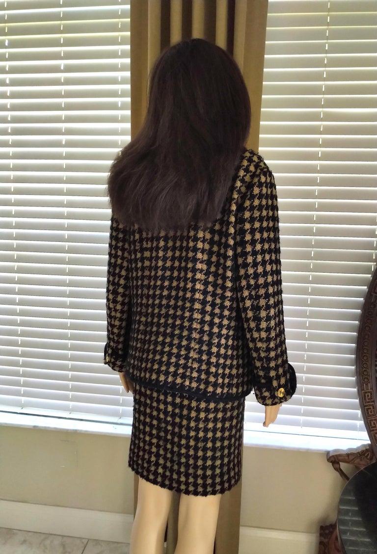 Vintage Chanel 1990's Black & Tan Fantasy Tweed Jacket Skirt Suit FR 40/ US 8 For Sale 5