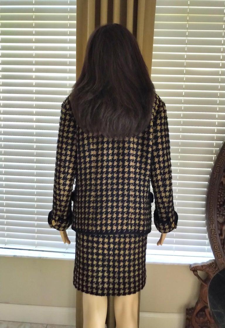 Vintage Chanel 1990's Black & Tan Fantasy Tweed Jacket Skirt Suit FR 40/ US 8 For Sale 6