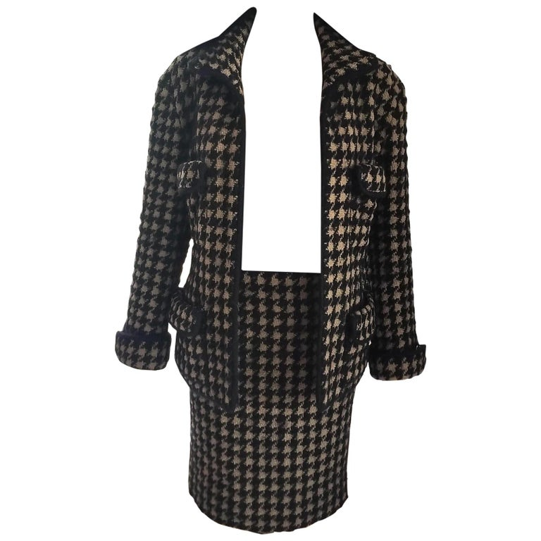 Vintage Chanel 1990's Black & Tan Fantasy Tweed Jacket Skirt Suit FR 40/ US 8 For Sale