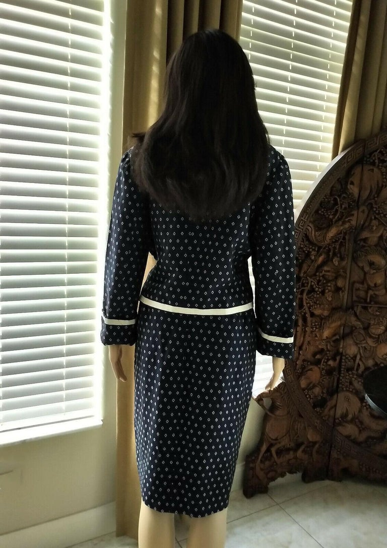 Vintage Chanel 1990's Navy & Ecru Diamond Jacket & Skirt Suit FR 40/ US 8  For Sale 1