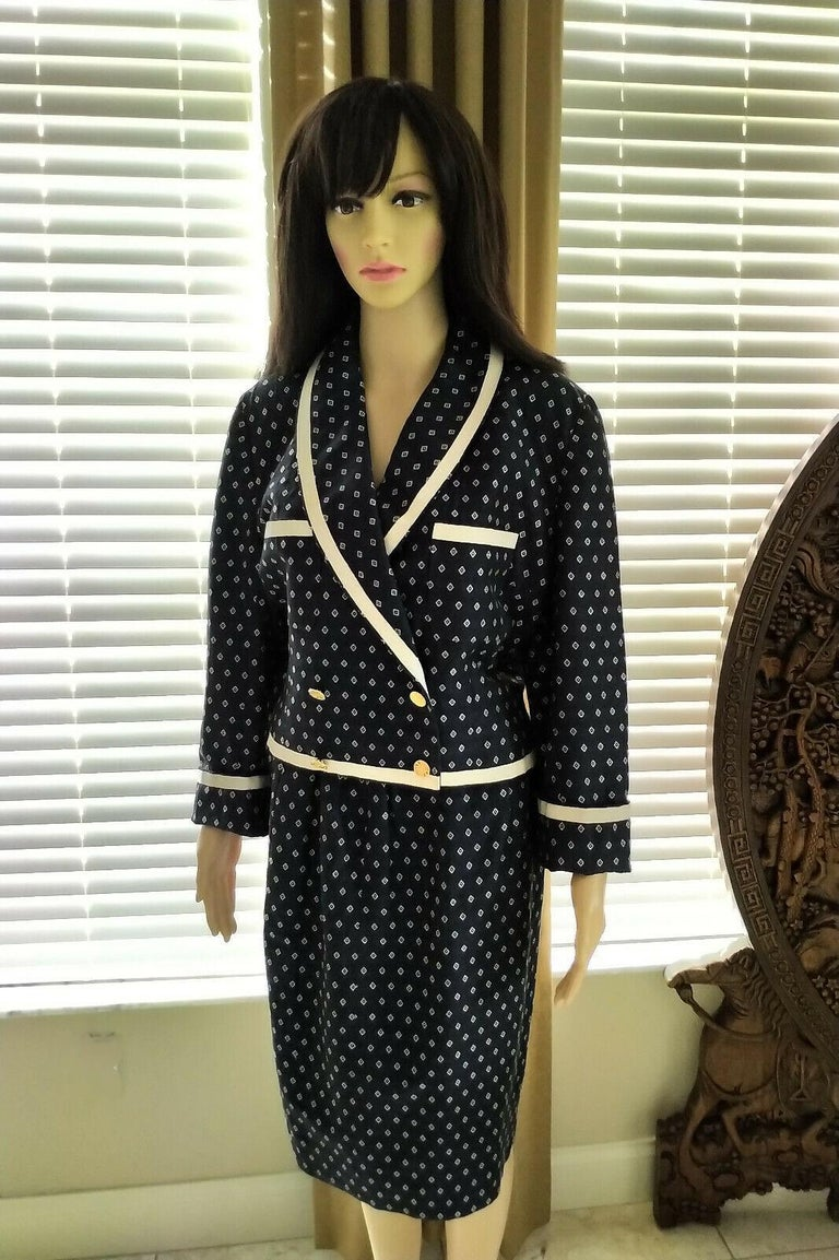 Vintage Chanel 1990's Navy & Ecru Diamond Jacket & Skirt Suit FR 40/ US 8  For Sale 3