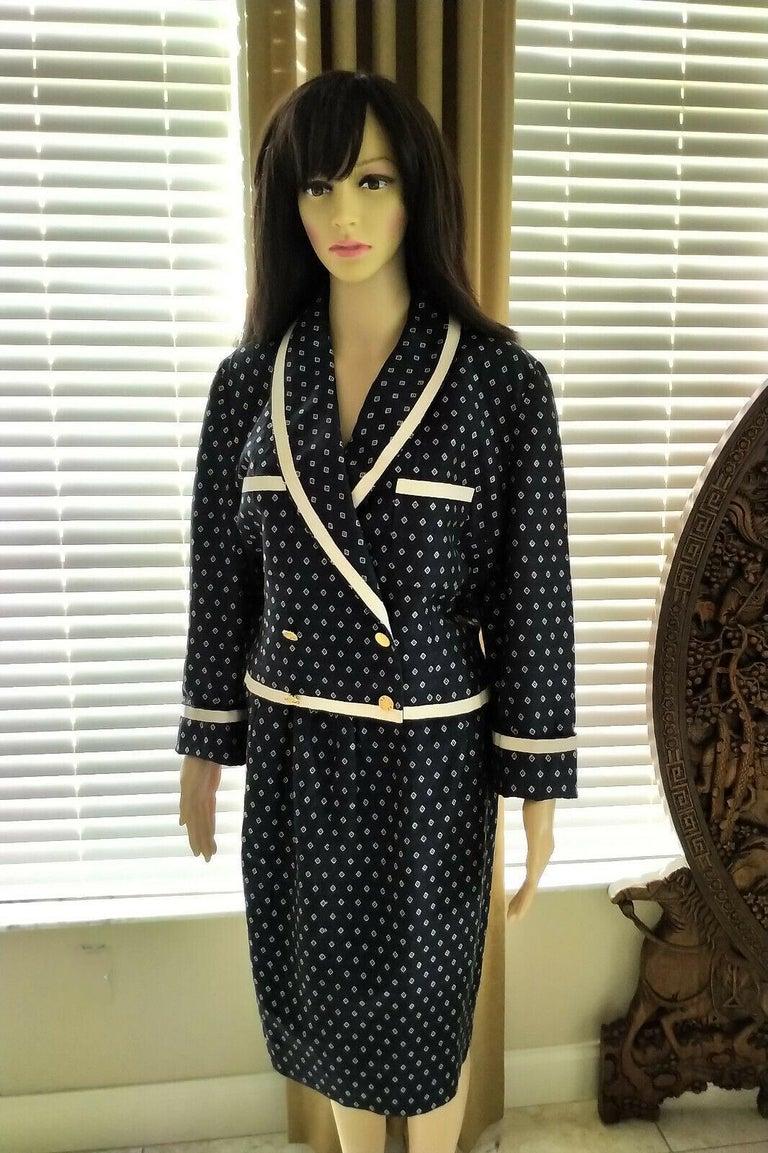 Vintage Chanel 1990's Navy & Ecru Diamond Jacket & Skirt Suit FR 40/ US 8  For Sale 3