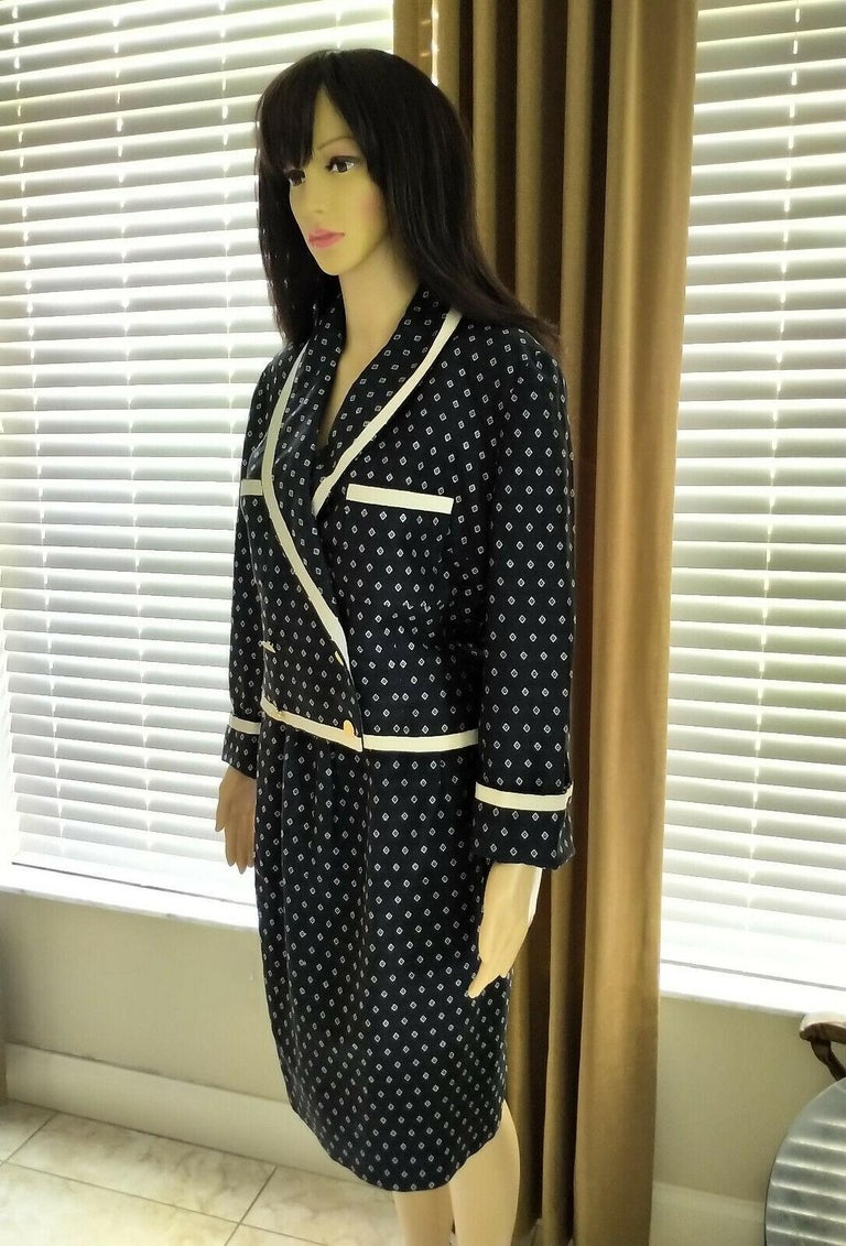 Vintage Chanel 1990's Navy & Ecru Diamond Jacket & Skirt Suit FR 40/ US 8  For Sale 4