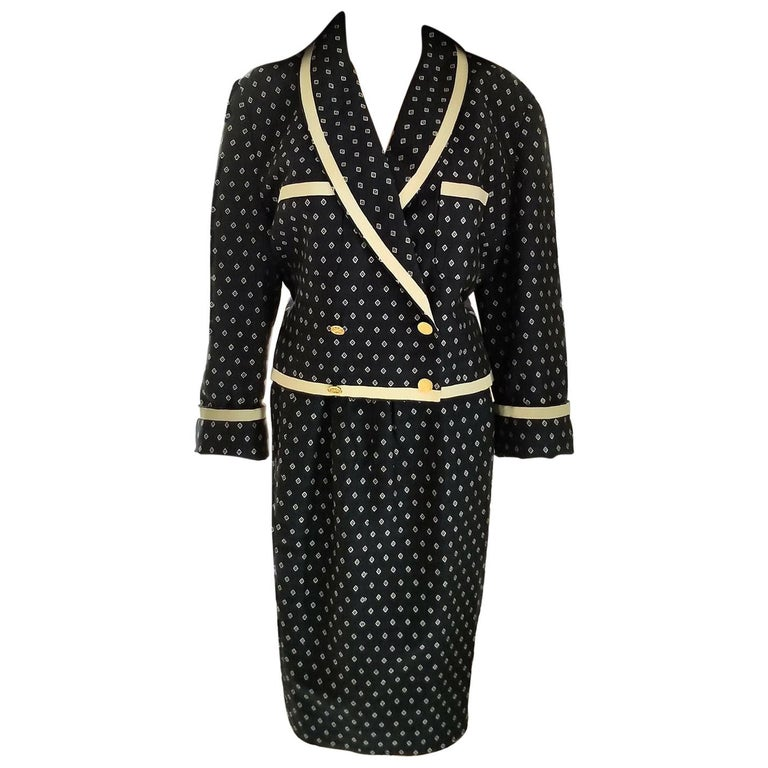Vintage Chanel 1990's Navy & Ecru Diamond Jacket & Skirt Suit FR 40/ US 8  For Sale