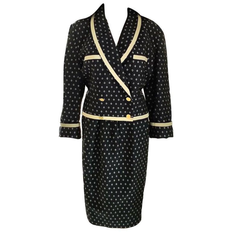 Vintage Chanel 1990's Navy & Ecru Diamond Jacket & Skirt Suit FR 40/ US 8  For Sale