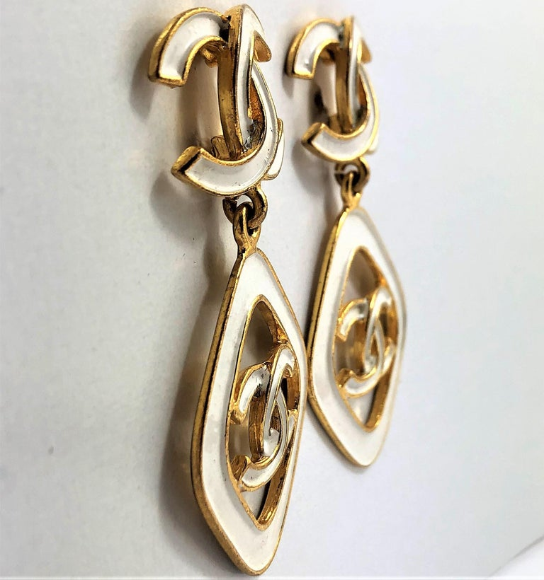 Vintage Chanel 2.5 Inches Long White Enamel on Gold Tone Metal Earrings In Good Condition For Sale In Blue Ridge, GA