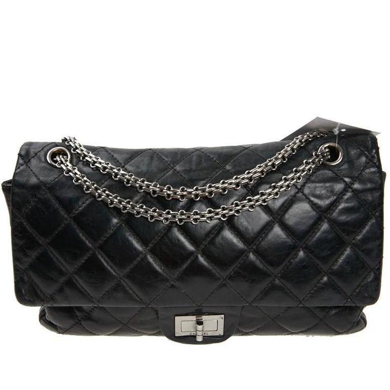Vintage Chanel 2.55 Black Leather Handbag  In Fair Condition For Sale In Paris, FR
