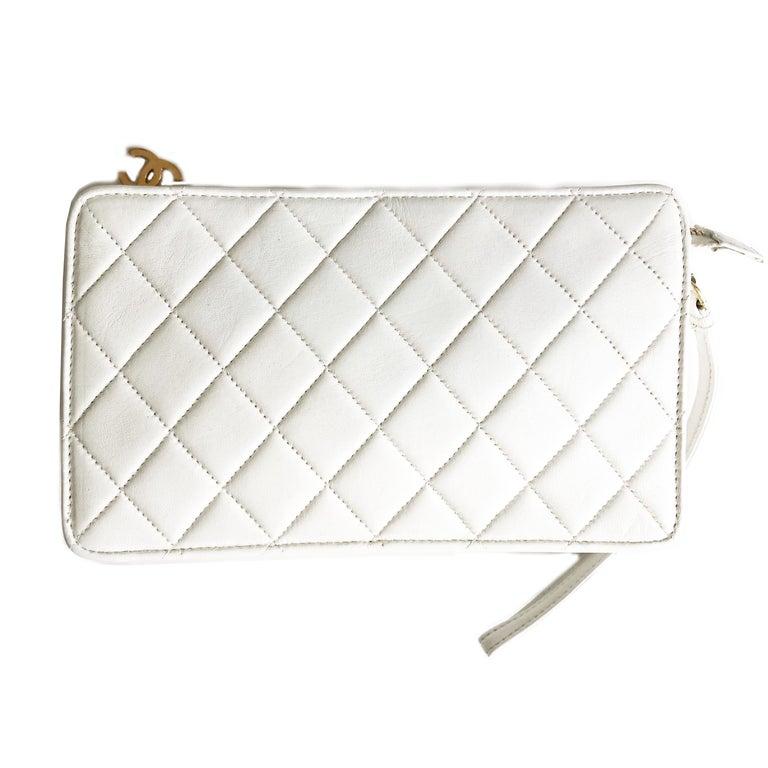 Vintage Chanel Bag CC Logo Matelasse Clutch Wristlet White Leather Evening Bag 1