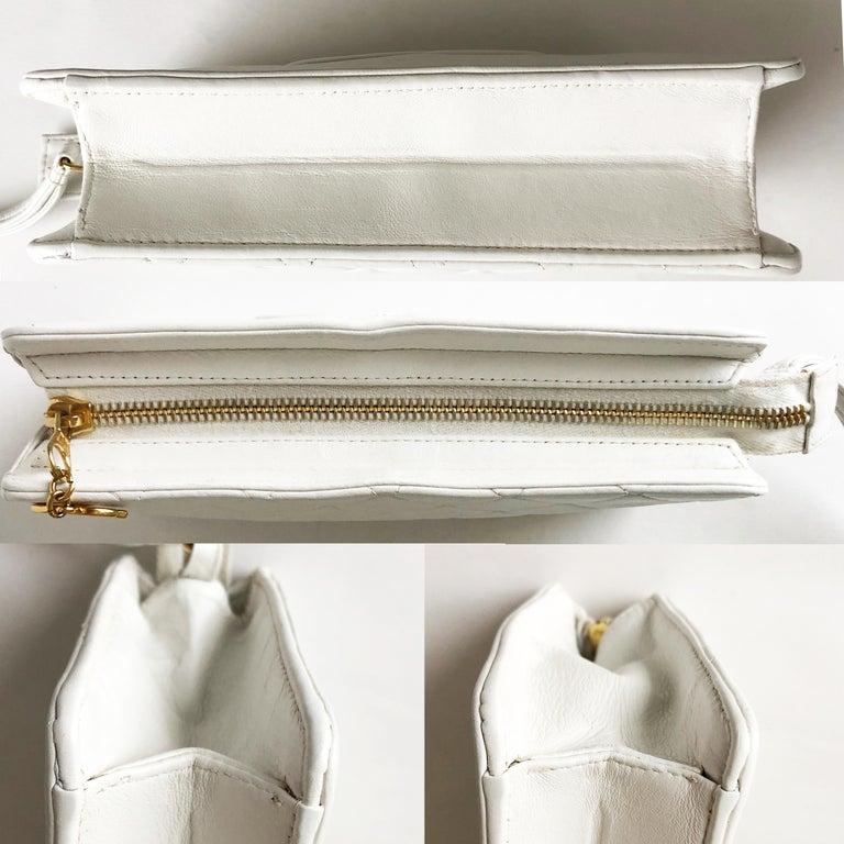 Vintage Chanel Bag CC Logo Matelasse Clutch Wristlet White Leather Evening Bag 2