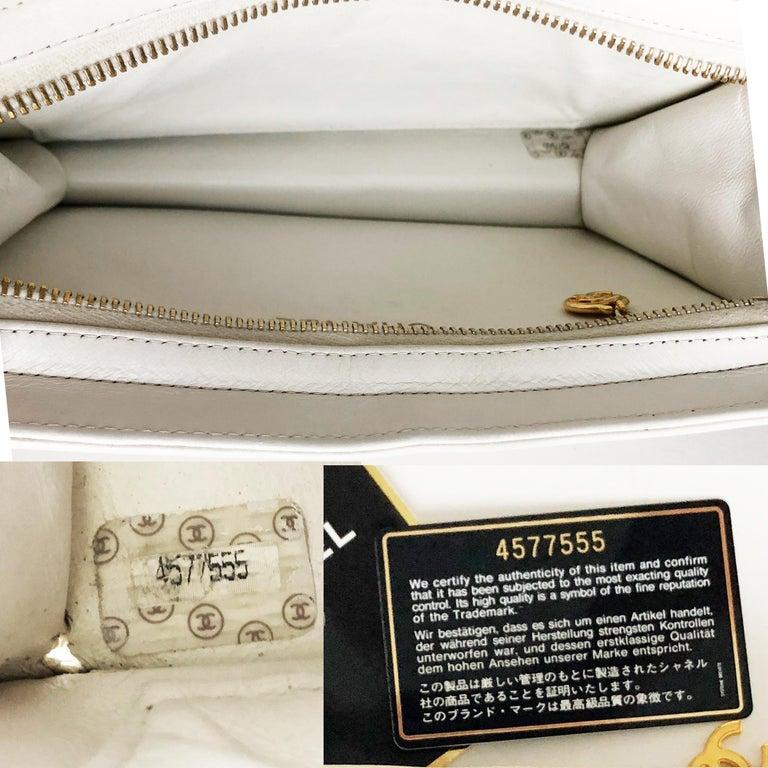 Vintage Chanel Bag CC Logo Matelasse Clutch Wristlet White Leather Evening Bag 3