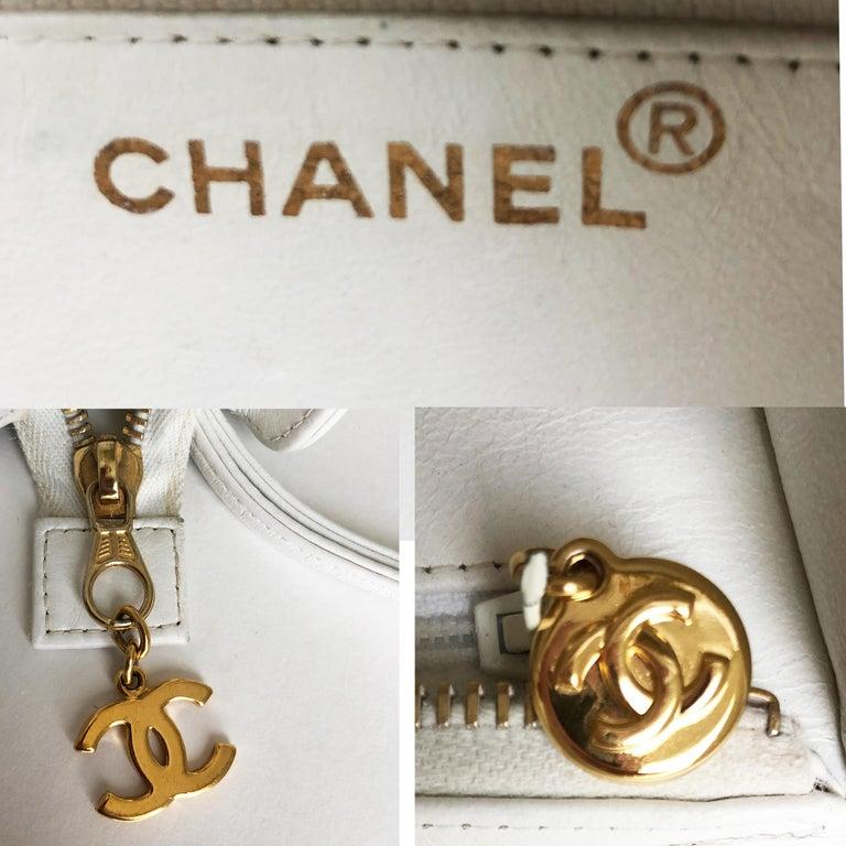 Vintage Chanel Bag CC Logo Matelasse Clutch Wristlet White Leather Evening Bag 4