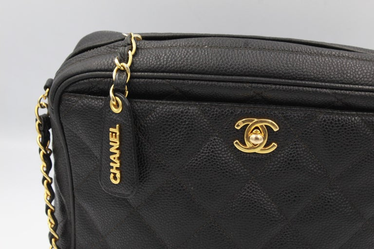 Vintage Chanel black bag in grained leather and golden hardware.  used, good vintage condition. Leathe rin good condition outised ( no signs of wear in corners) Hardware in good condition (light loose of the goolden in the part of the zip) Hologram