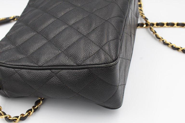 Women's Vintage Chanel black bag in grained leather and golden hardware. For Sale