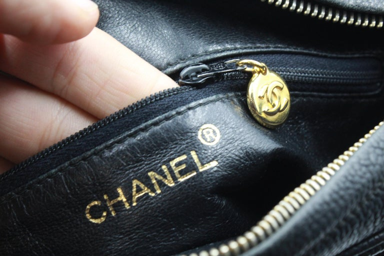 Vintage Chanel black bag in grained leather and golden hardware. For Sale 3