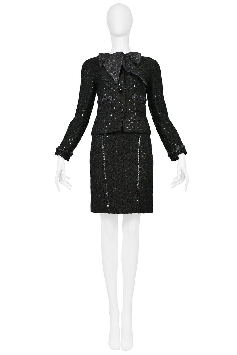Vintage Chanel Black Boucle Sequin Skirt Suit Ensemble In Excellent Condition For Sale In Los Angeles, CA